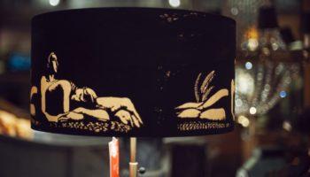 """Ständerlampe """"Lovers"""", Schirm Seide, Motiv im Siebdruck aufgetragen.  Verkauft"""
