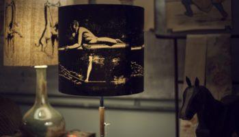 Ständerlampe Walk on the Rope, Schirm Seide, Motiv im Siebdruck aufgetragen.  Verkauft