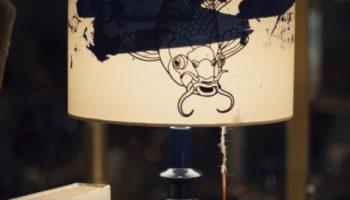 Keramikfuss, Schirm Seide, Motiv im Siebdruck aufgetragen.  Verkauft