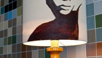 keramikfuss, Schirm Seide, Motiv von hand bemalen.  Verkauft
